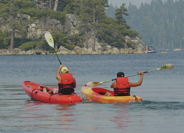 Kayak på havet ved Sanne's Familiecamping på Bornholm