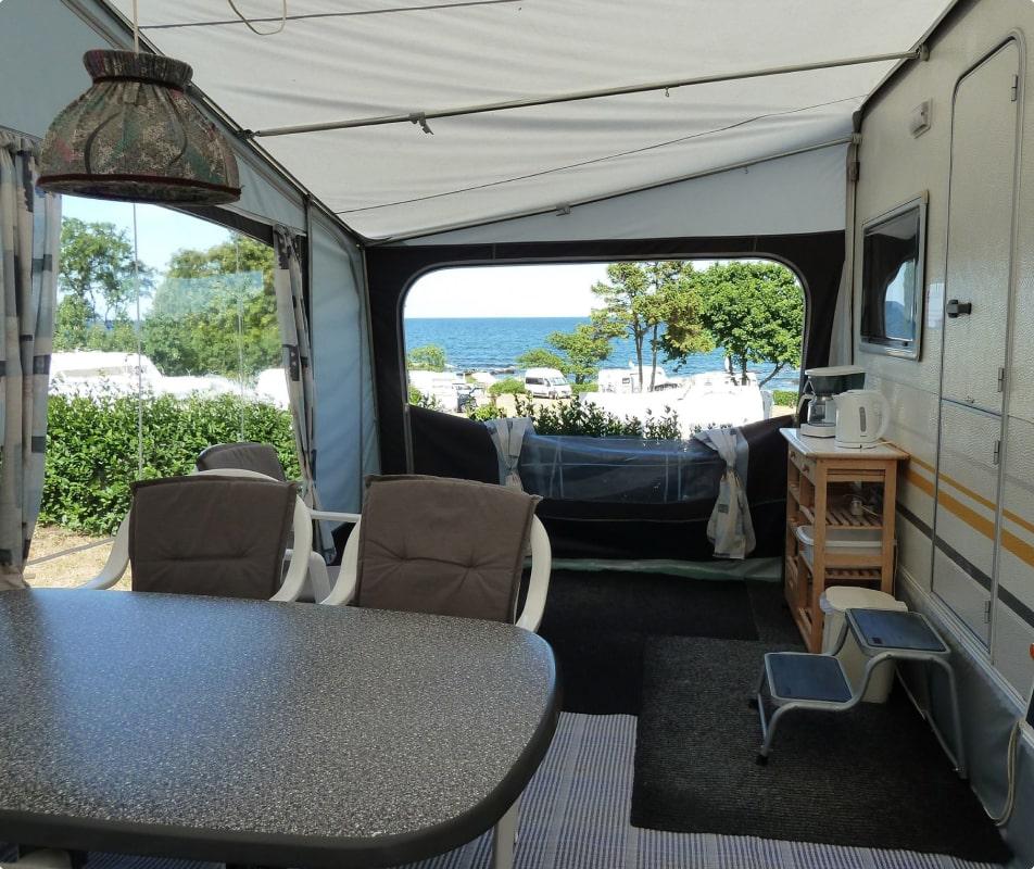Leje af campingvogn på campingpladsen - sannes familiecamping