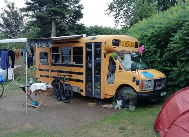 Skolebus autocamper - sannes familiecamping